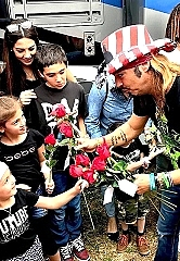 Bret Michaels, Music Icon, To Receive Humanitarian Of The Year Award At This Year's Hollywood Christmas Parade
