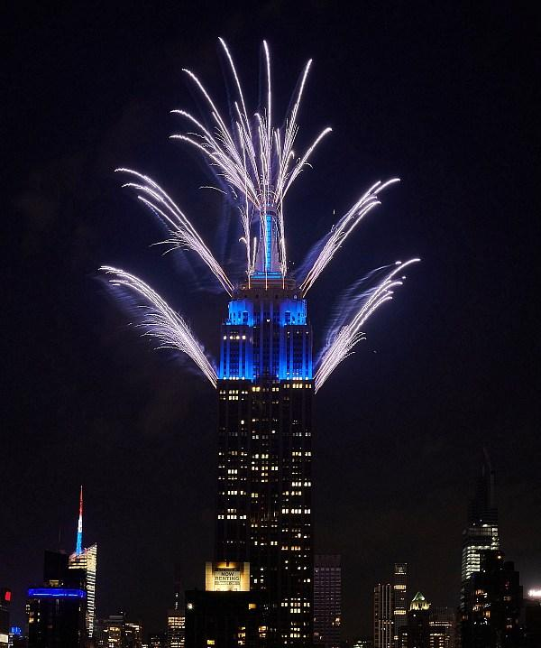 Empire State Building Grand Finale 44th Annual Macy's July 4th Fireworks Spectacular English